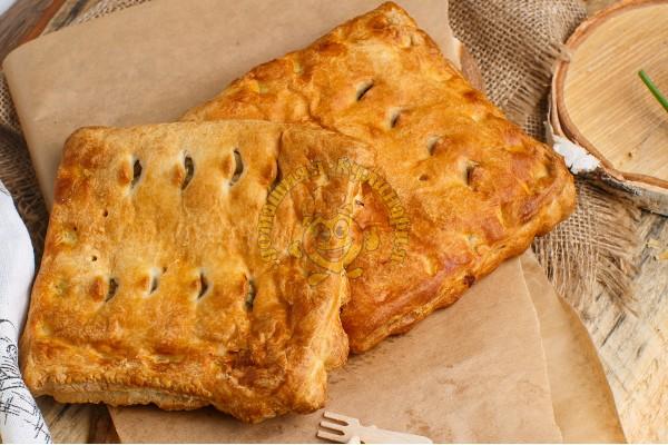 Пирог слоеный с курой и картофелем