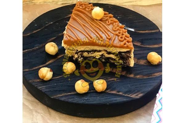 Торт 'Карамельный' с фундуком