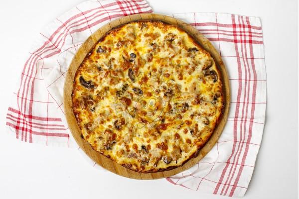 Пицца  с белыми грибами и индейкой