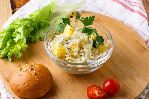 Салат из квашеной капуста с картофелем