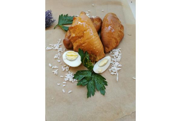 Пирожок с рисом и яйцом