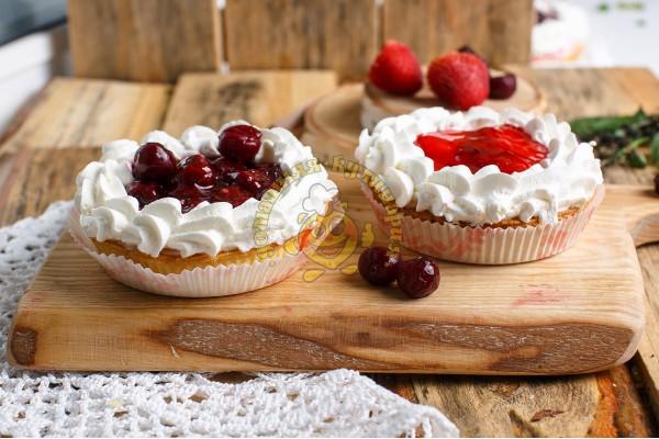 Пирог вишнёвый со сливочным кремом